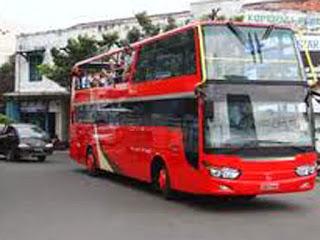 Turun Dari Bus Tingkat Wisata Jakarta Rasanya Bahagia