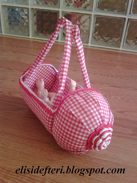 Игрушечная коляска из пластиковой бутылки