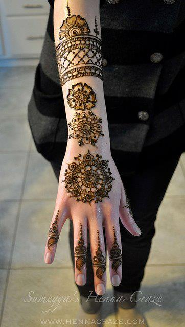 Mehndi Like Flowers : Mehndi flower designs