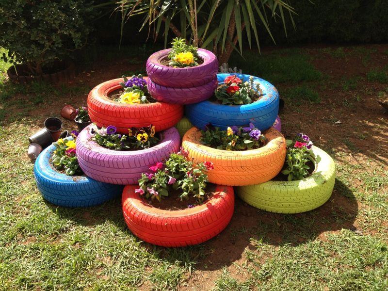 Клумбы и цветники своими руками из колес 20