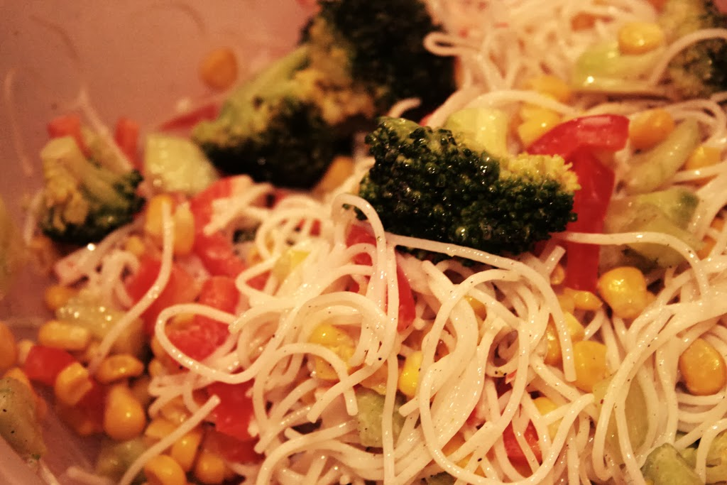 Healthy Craving Lekka Salatka Z Makaronem Ryzowym Paluszkami