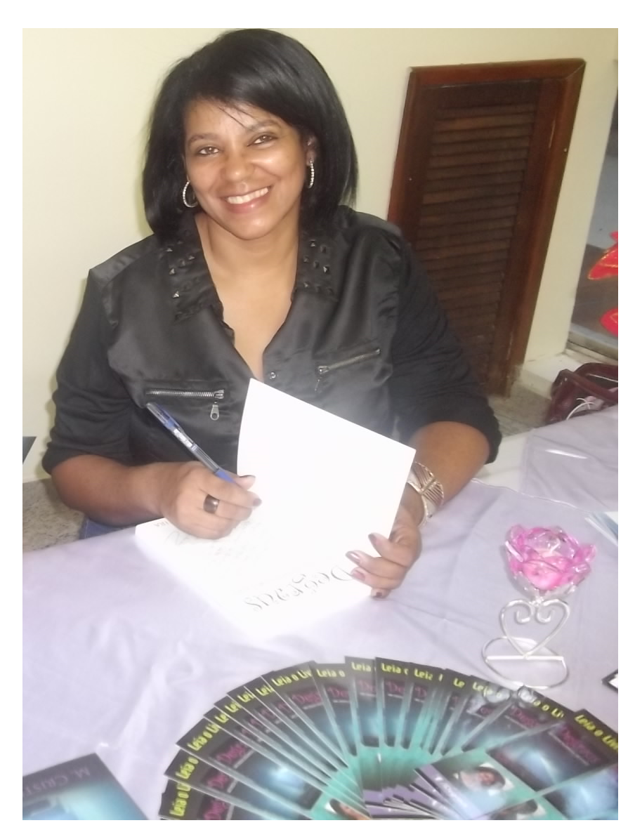 Escritora M. Cristina Oliveira