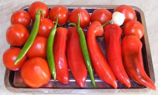 legume, legume proaspete si bune pentru gratar, retete cu legume, preparate din legume, retete culinare, rosii, ardei capia, ardei, ciusca, ardei iute,