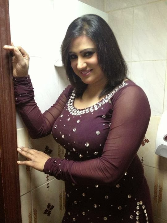 Agree Girls stripping saree one by one and getting nude