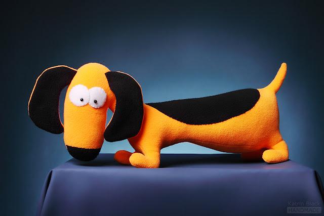 Такса - прикольная авторская игрушка ручной работы из флиса от Katrin Black