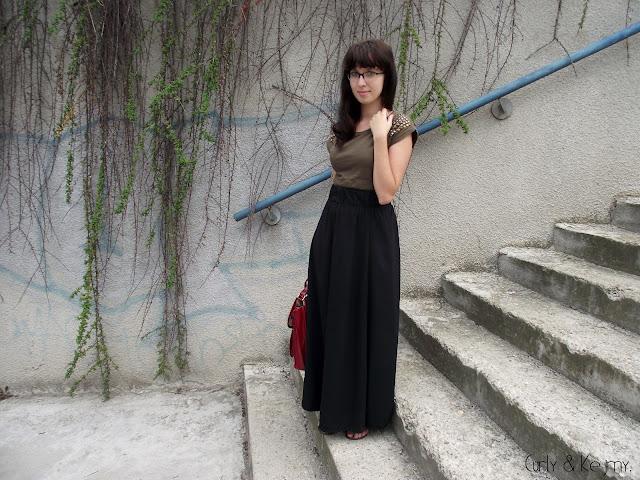 Long skirt, short girl and Socrates
