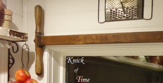 Repurposed antique lawn mower handle - www.KnickofTime.net