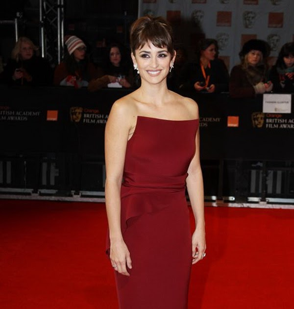 Fashion in wedding penelope cruz to wear armani red flat for Wedding dress for flat chest