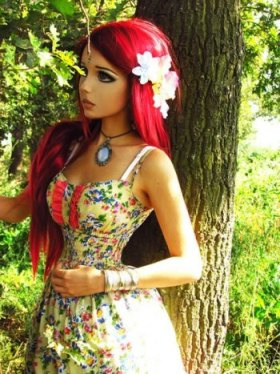 wanita boneka barbie