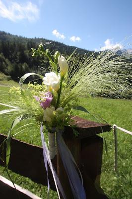 Zaun-Dekoration auf der Hochzeitswiese am Riessersee in Garmisch