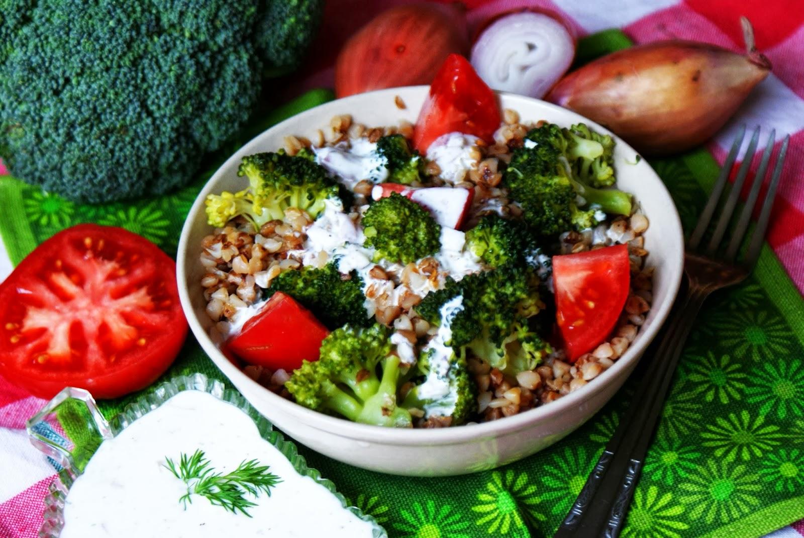 Sałatka z kaszy gryczanej i brokuła