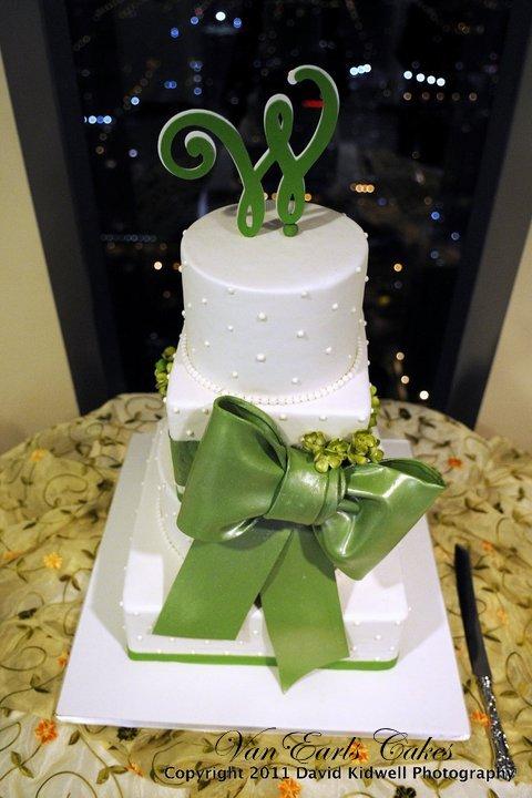 Van Earl\'s Cakes: Square & Round Wedding Cake