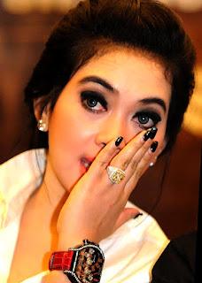 model jam tangan wanita artis
