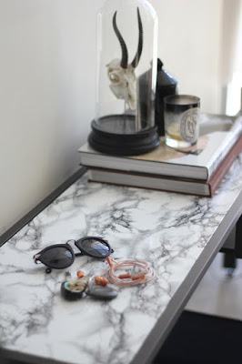 Marmor – der neue Trend im Möbeldesign: leicht mit Folie zum Selbermachen anhand Vittsjö Tisch und Couchtisch von IKEA!
