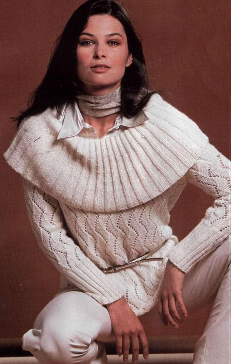 Пуловер с большим воротником.