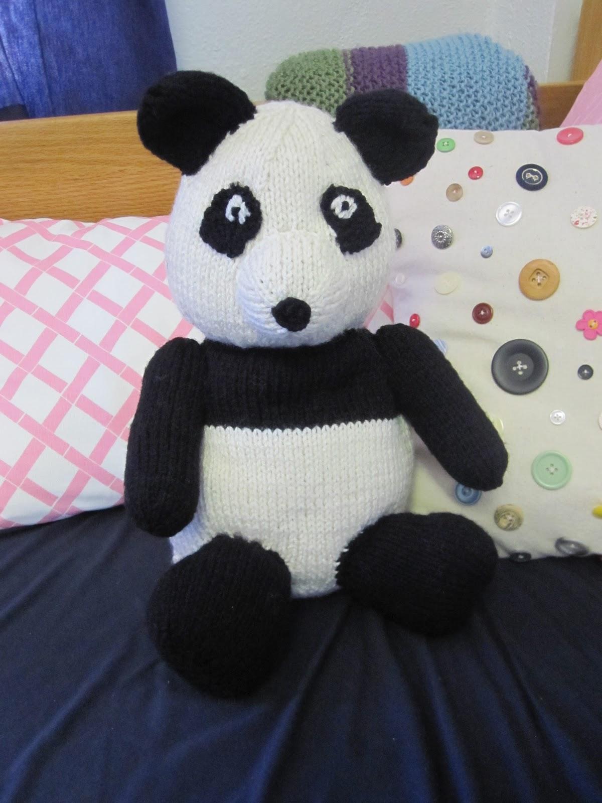 Sarah Keen\'s Giant Panda   A Time to Knit