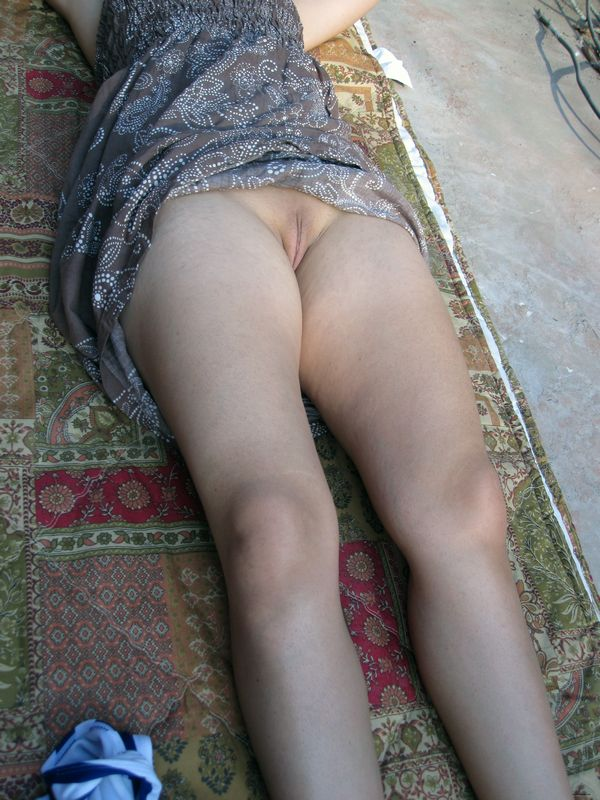 hot pics of stunning pakistani wife from rawalpindi lying naked in bed