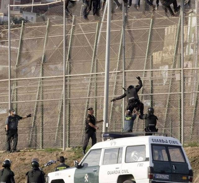 Africans on the border with Spain stormed the fence