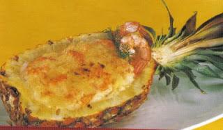 Camarão gratinado no abacaxi