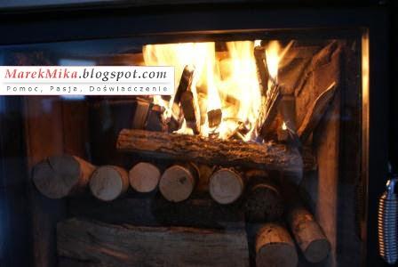 Kilka minut po podłożeniu ognia w kominku było już gorąco