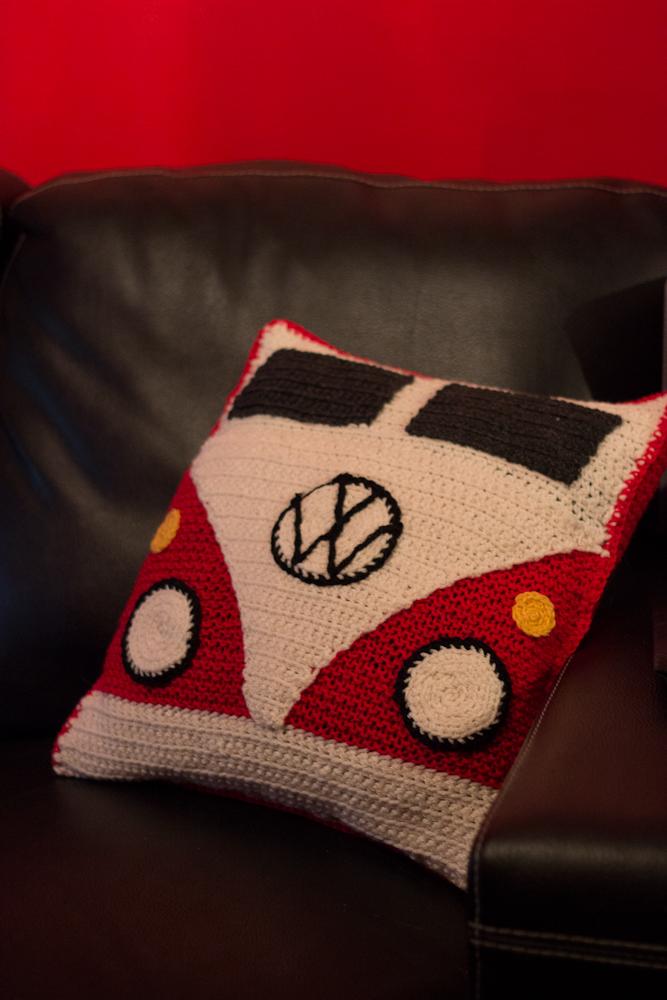 knitted crocheted beetle pillow neulottu tyynynpäällinen