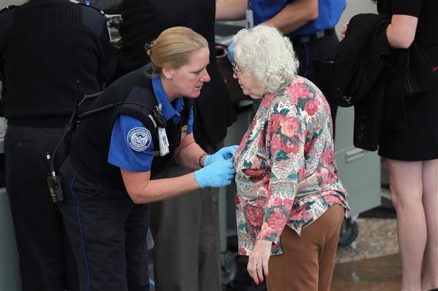 Pemeriksaan Keamanan Bandara yang Sangat Ketat dan Berlebihan -16