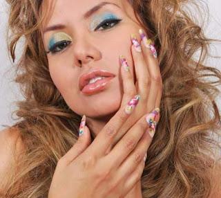 Karla Casós maquillada con colores claros