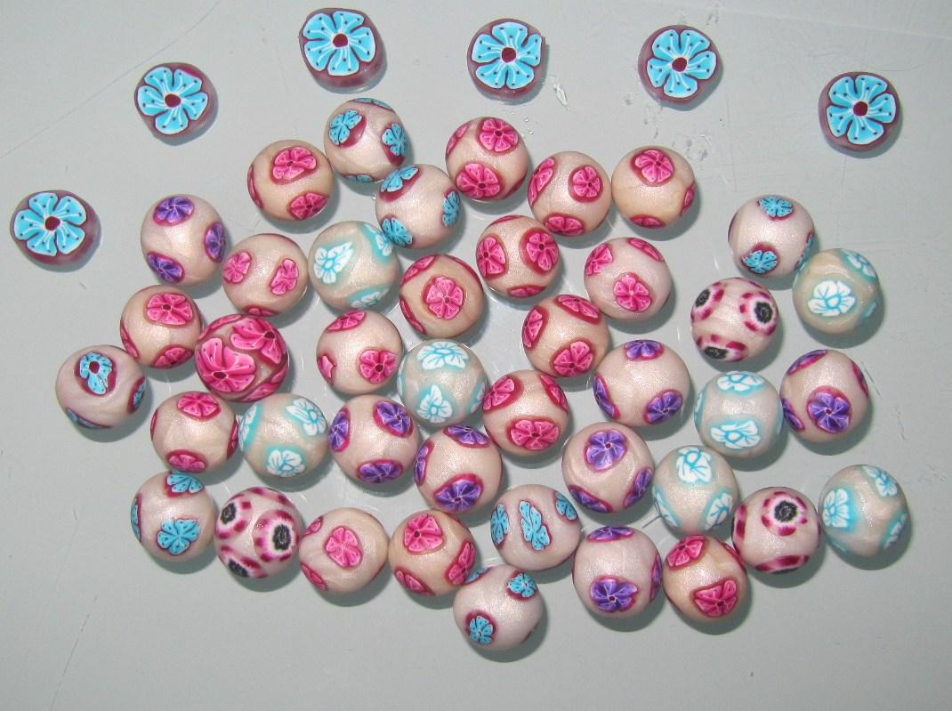 bijoux de cr ation en p te fimo des perles fleuries pour le printemps. Black Bedroom Furniture Sets. Home Design Ideas