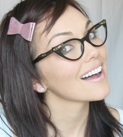 Beauty Tips For Girls Who Wear Glasses 1