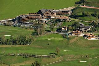 Golfplatz Passeiertal mit Hotel Andreus im Hintergrund