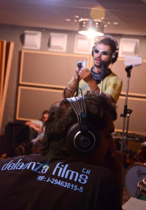En plena grabación del tema de la película