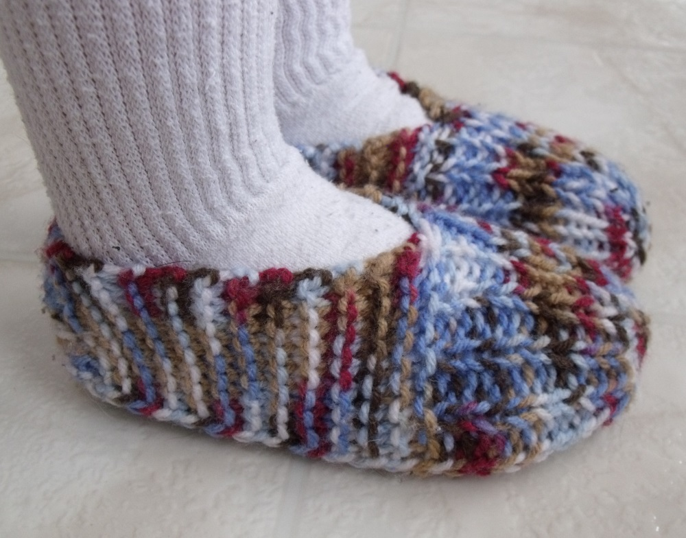 Knitting Pattern For Slippers With Soles : KweenBee and Me: How to Knit Childrens Slippers