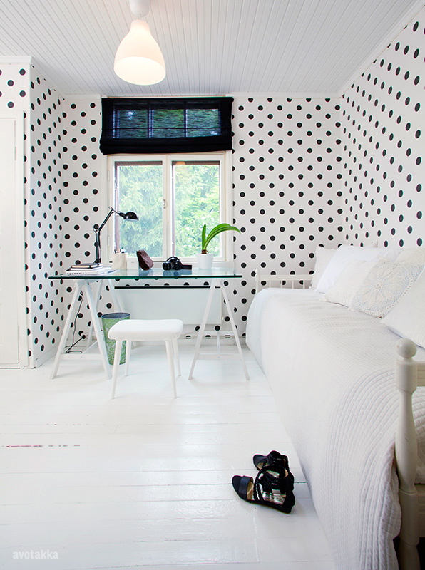 wallpaper for home office. From The 20s Of Previous Century Belongs To A Young Couple That Has Decorated It Very Tastefully. I Love Polka Dots Wallpaper In Home Office For B