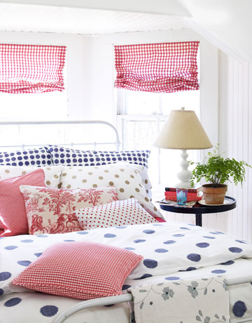 New home design ideas theme design polka dots decor ideas for Polka dot bedroom designs