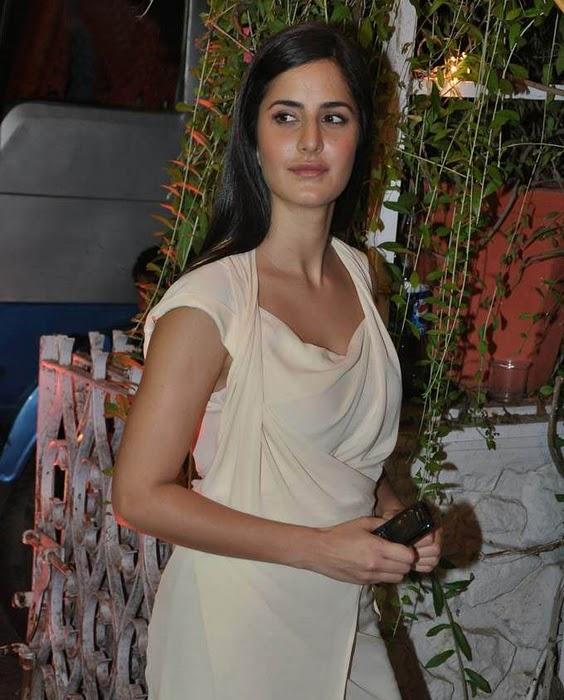 http://4.bp.blogspot.com/-NlqU8j35GY4/TnuMp9yQCXI/AAAAAAAAItw/NNruANmDfE8/s1600/Actress-Katrina-Kaif-at-Mushtaq-Sheikh-sister-Najma-wedding1.jpg