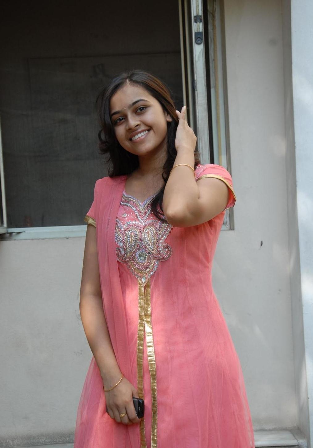 Sri Divya Bra Size, Age, Weight, Height ... - Celebrity Sizes