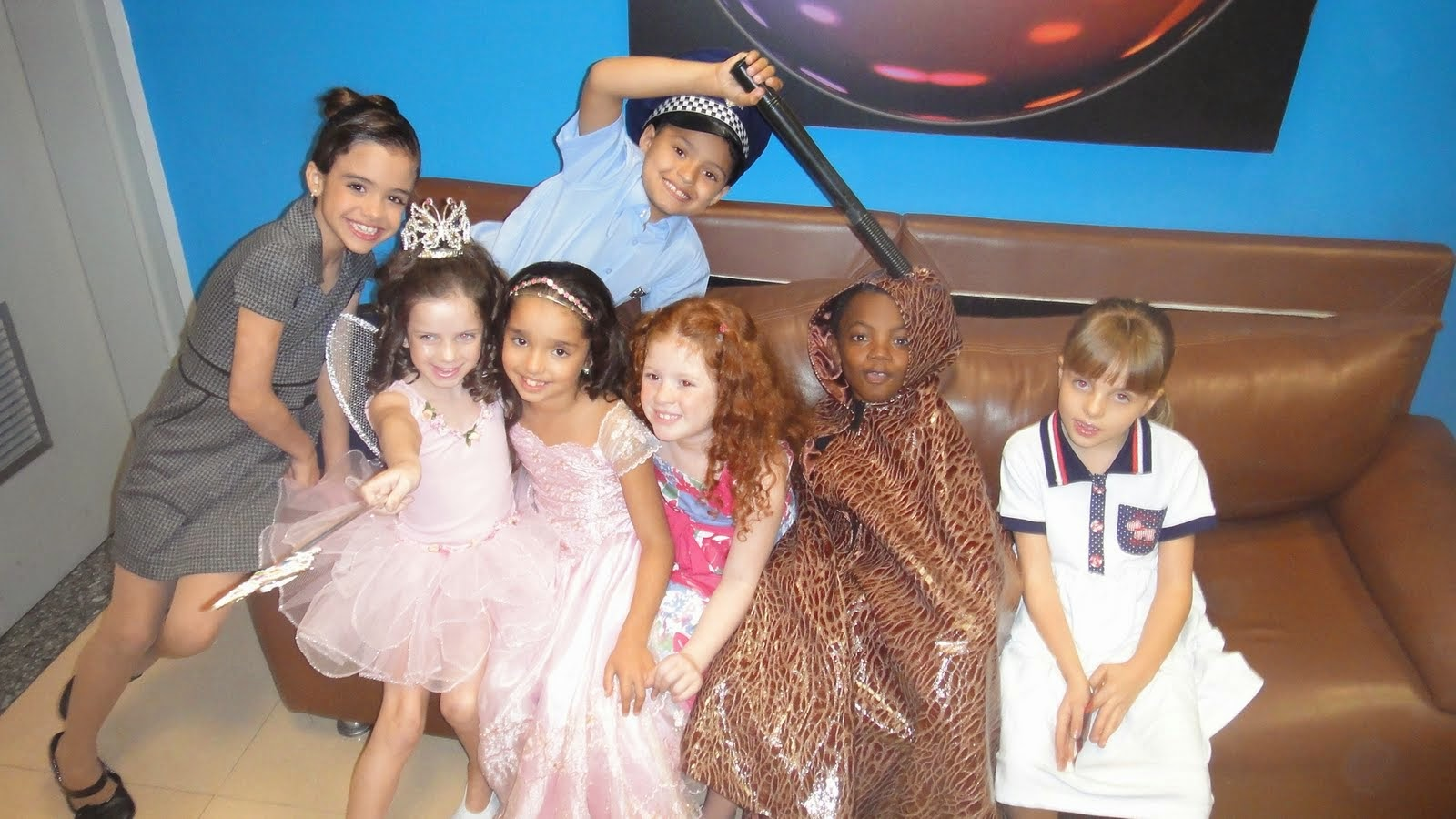 Com o elenco infantil do Sbt