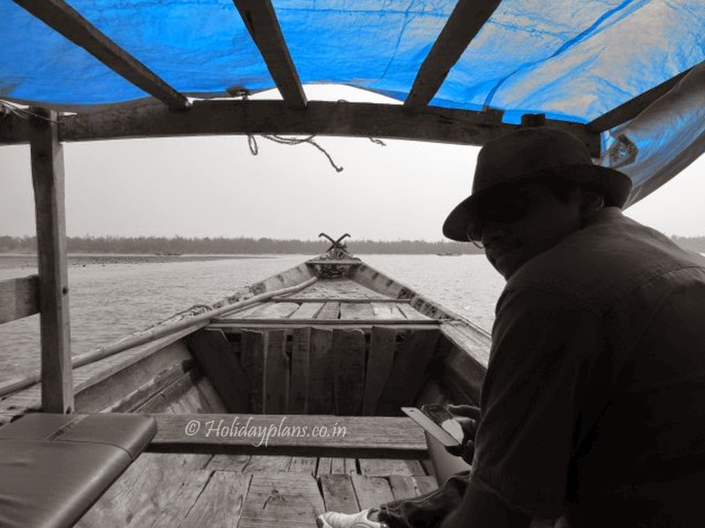 boat in chilika lake