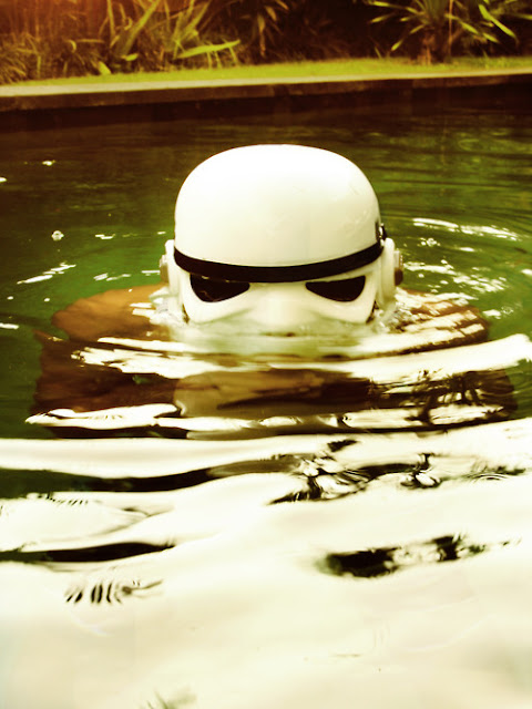 surfing trooper trip surf clone star wars surf storm trooper tour du monde world tour