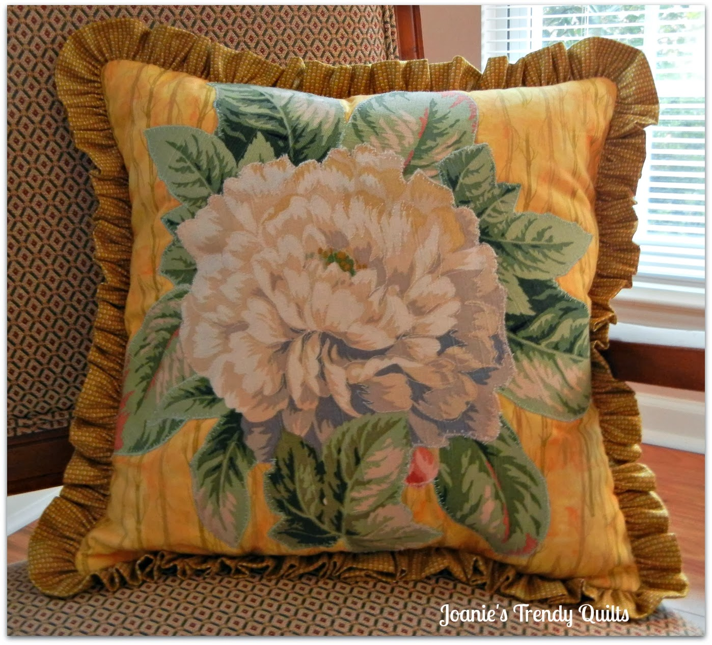 Living Room Quilts joanie's trendy quilts : decorative pillows for my living room