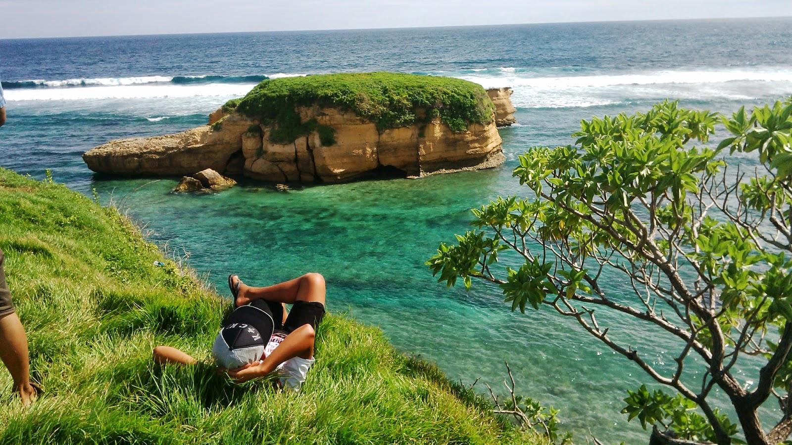 Pantai Sungkun Surga Tersembunyi Di Lombok Timur Informatics Student