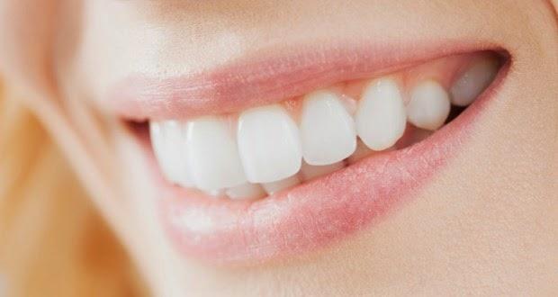 membuat gigi lebih putih dengan cara alami