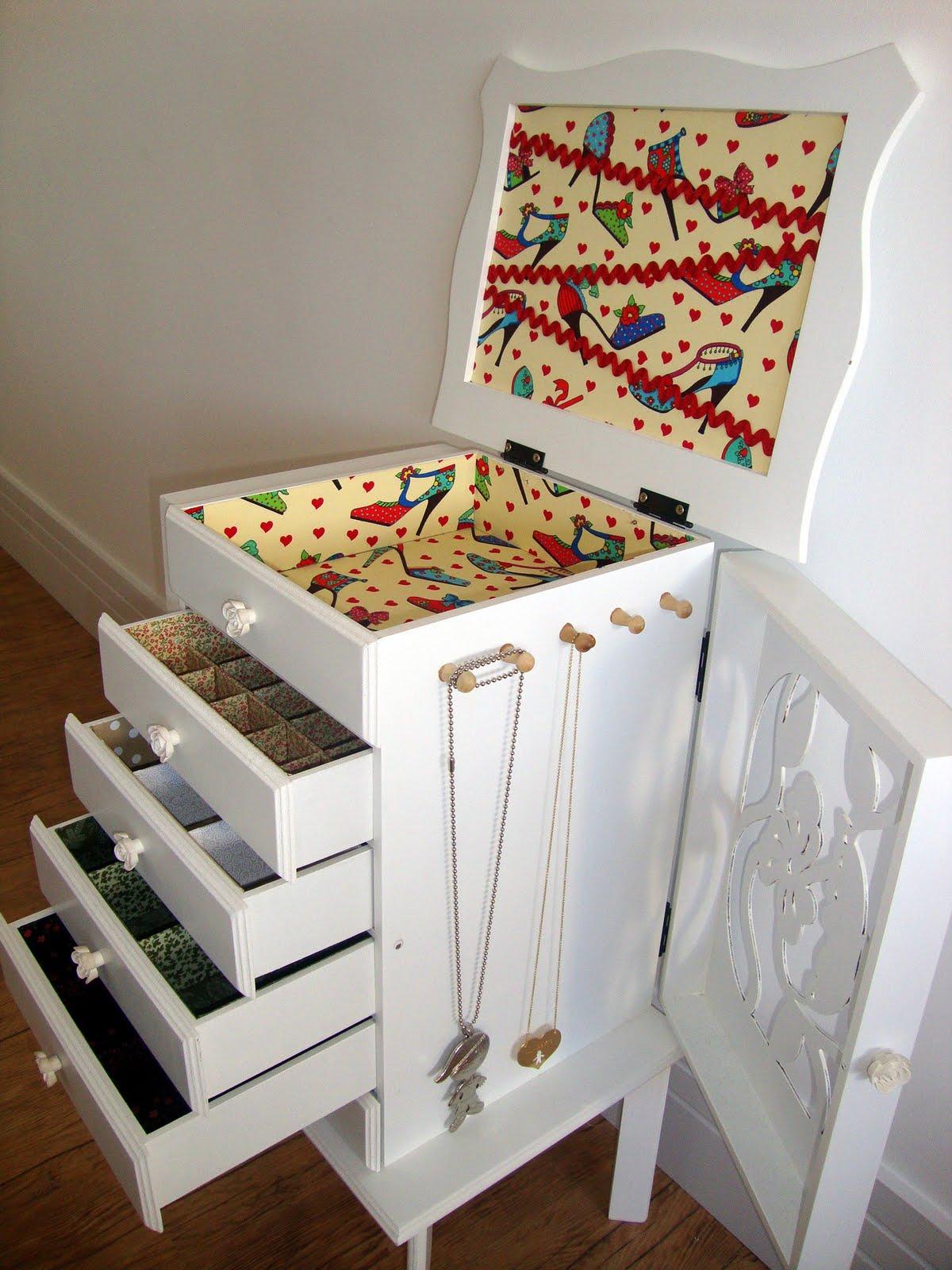 Móvel em MDF com gavetas e divisórias forradas de tecido #723026 1200x1600