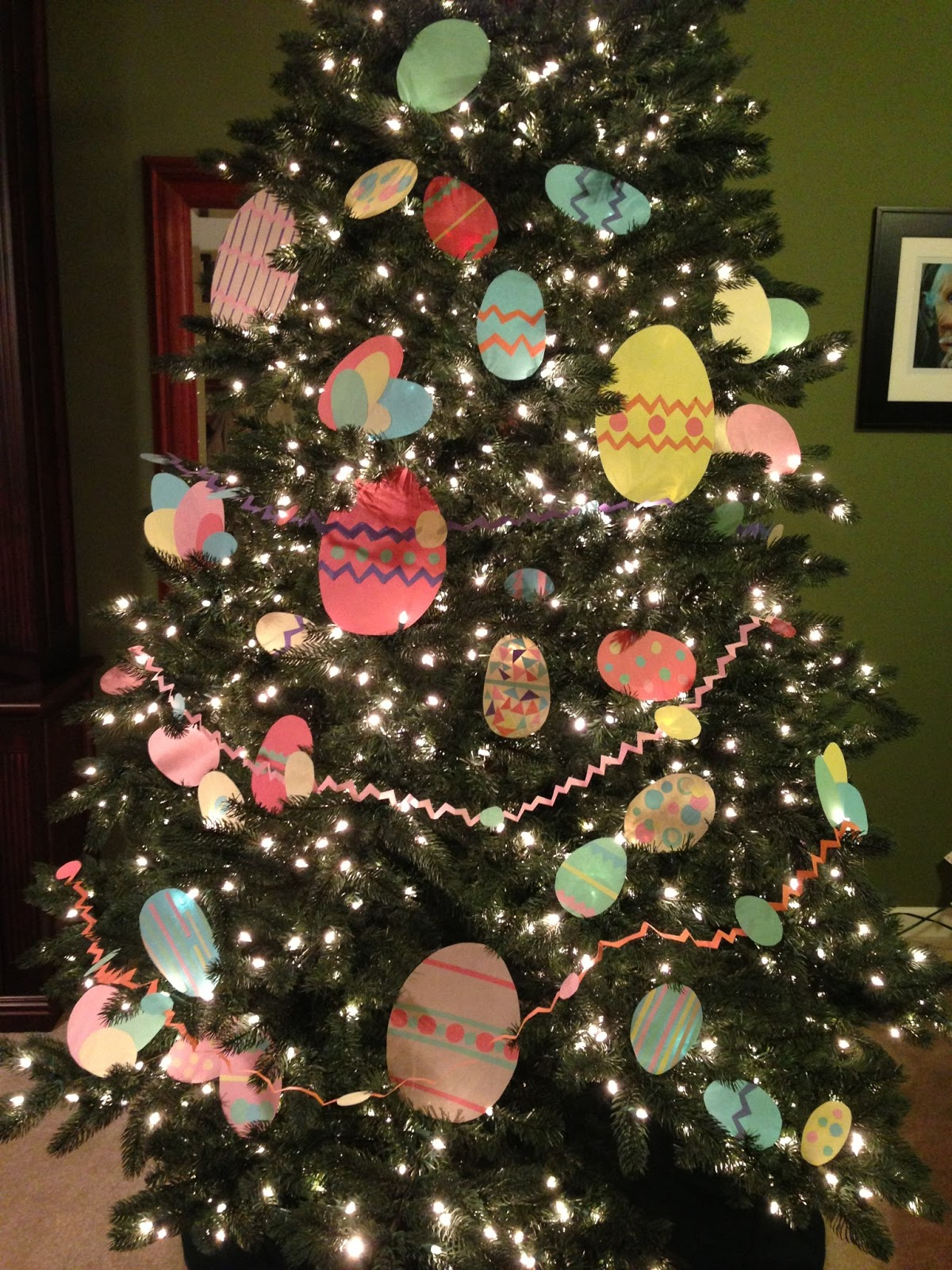 Decorate Christmas Tree For Easter : The bluest muse easter egg tree