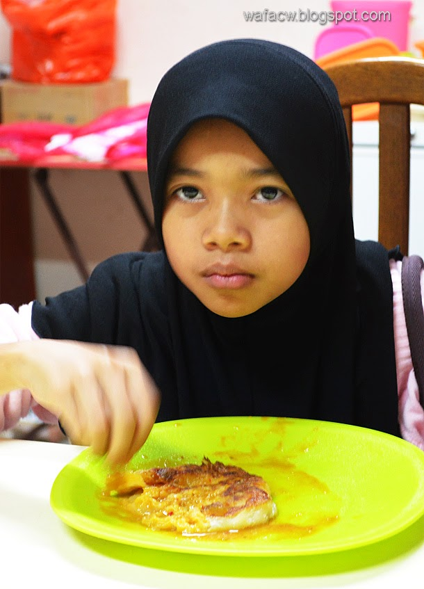 Tasnim having her roti canai before going for tuition