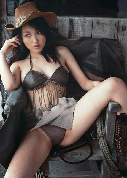Reon Kadena (かでな れおん Kadena Reon, born February 19, 1986), also known as Leon Kadena or Minamo Kusano, is a Japanese model and actress.