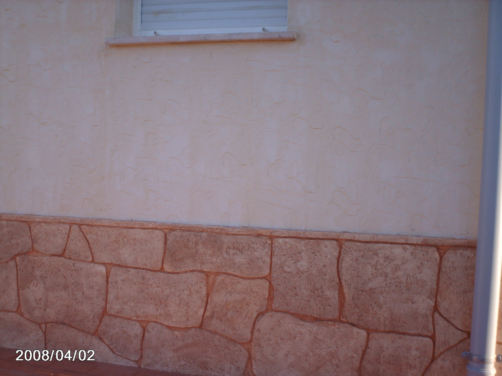 Piedras y maderas artificiales javier lude a tlf - Zocalos de fachadas ...