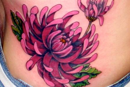 los tatuajes de flores japonesas no son una costumbre que se ha puesto