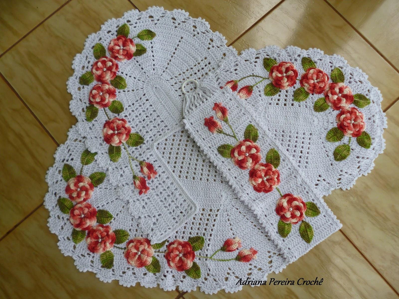 Adriana Pereira Crochê: Jogo de Banheiro com Flores Aplicadas #4E5B14 1600x1200 Balança De Banheiro Quanto Custa