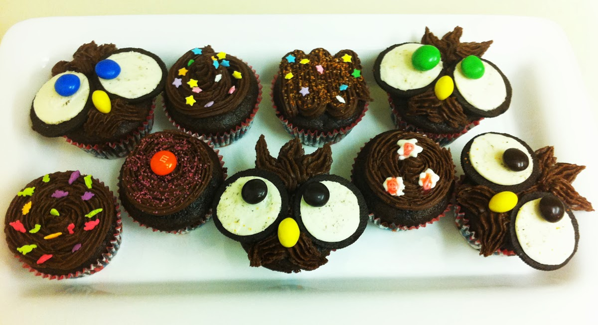 Cupcake Decorating Ideas With Candy : Dark As Night Chocolate Cupcakes :) Beene s Baking Blog